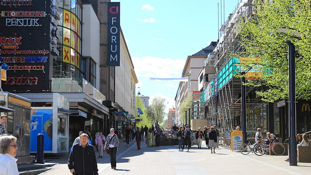 The main pedestrian street of Jyväskylä, Kauppakatu in the spring.