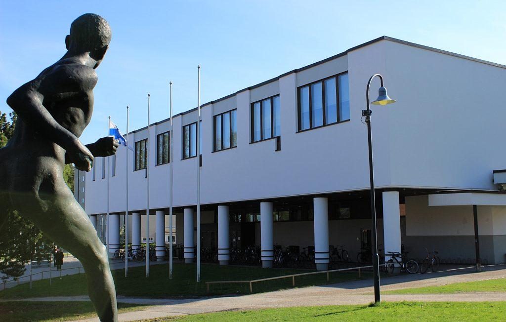 The L building of University of Jyväskylä by architect Alvar Aalto and the statue of runner Paavo Nurmi. / Jyväskylän yliopiston L-rakennus ja Paavo Nurmen patsas. The campus is a popular destination for a tourist in Jyväskylä.