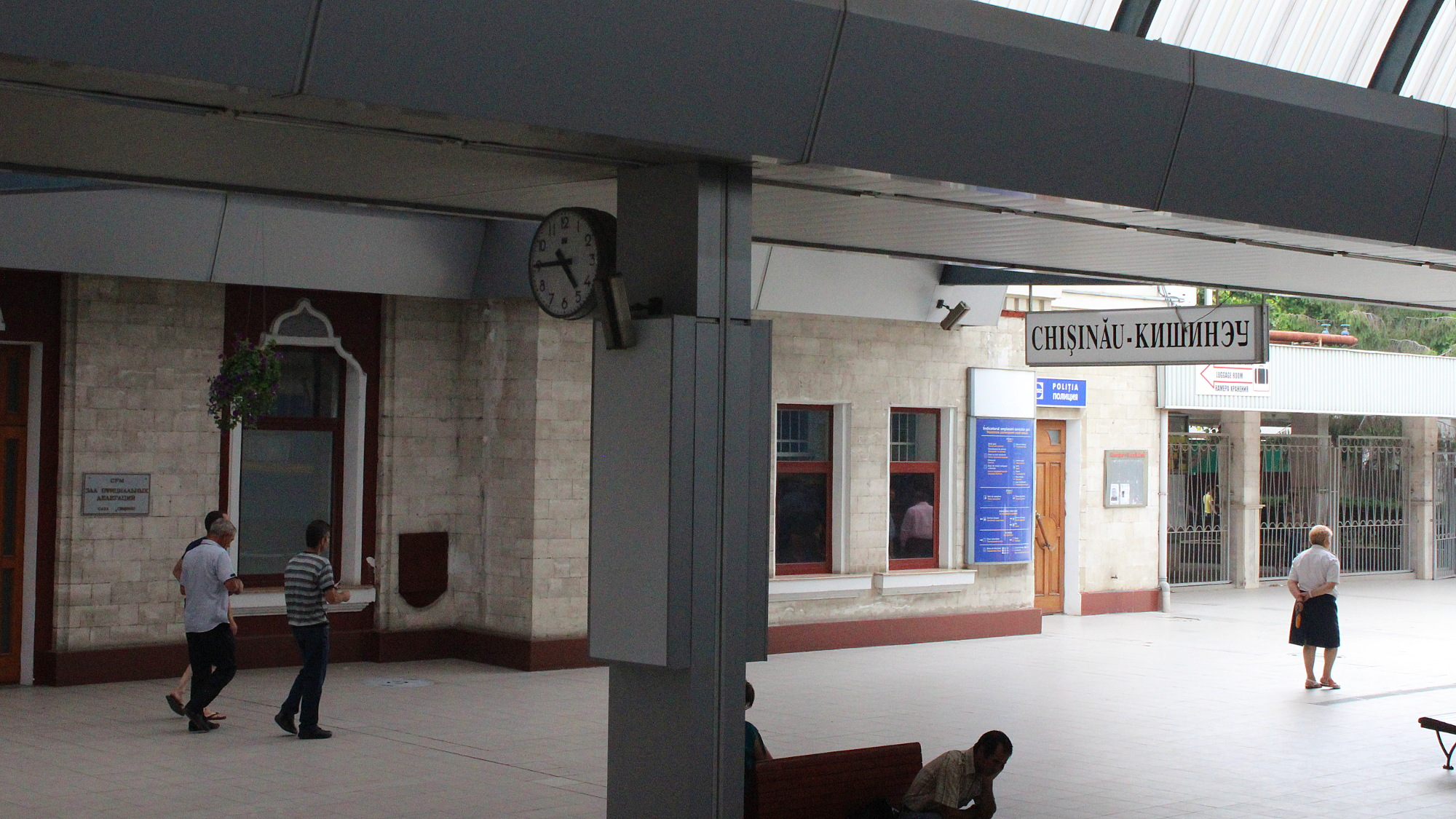 The main platform of Chișinău railway station.