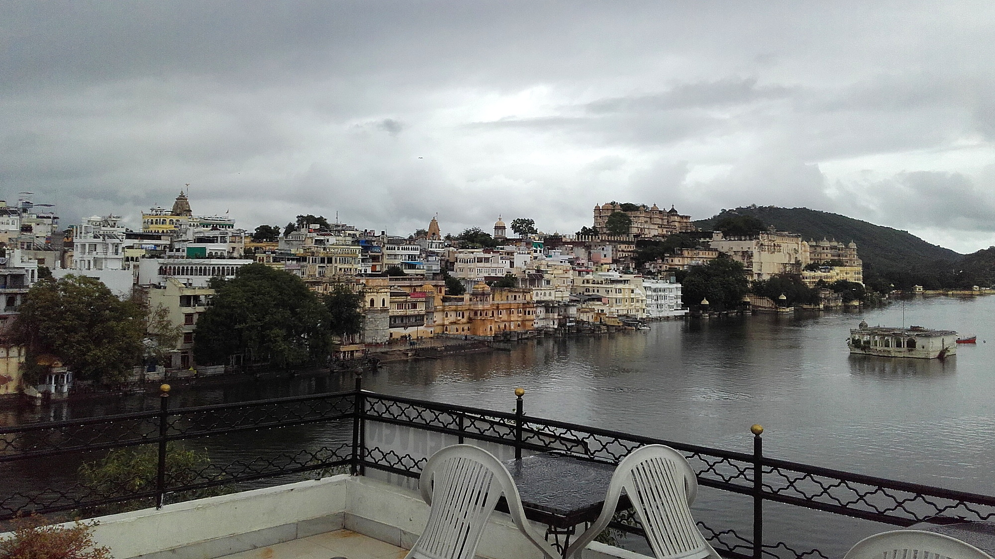 A lake view from the rooftop restaurant of Dream Heaven Guest House in Udaipur.