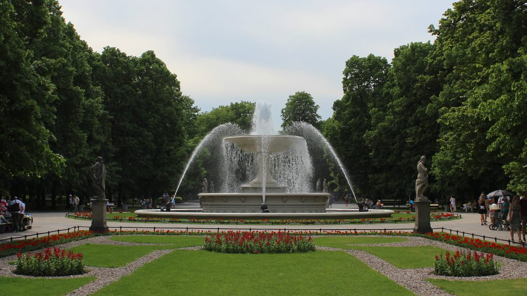 A fountain in a park in Warsaw.