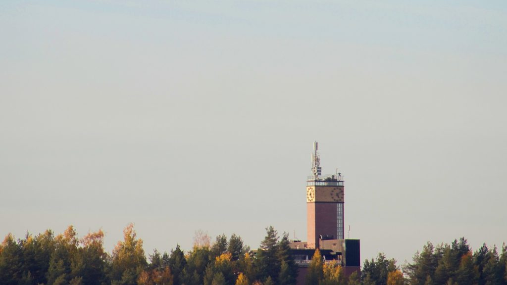 The tower of Vesilinna in Jyväskylä, Finland in the autumn. / Vesilinnan torni syksyllä.