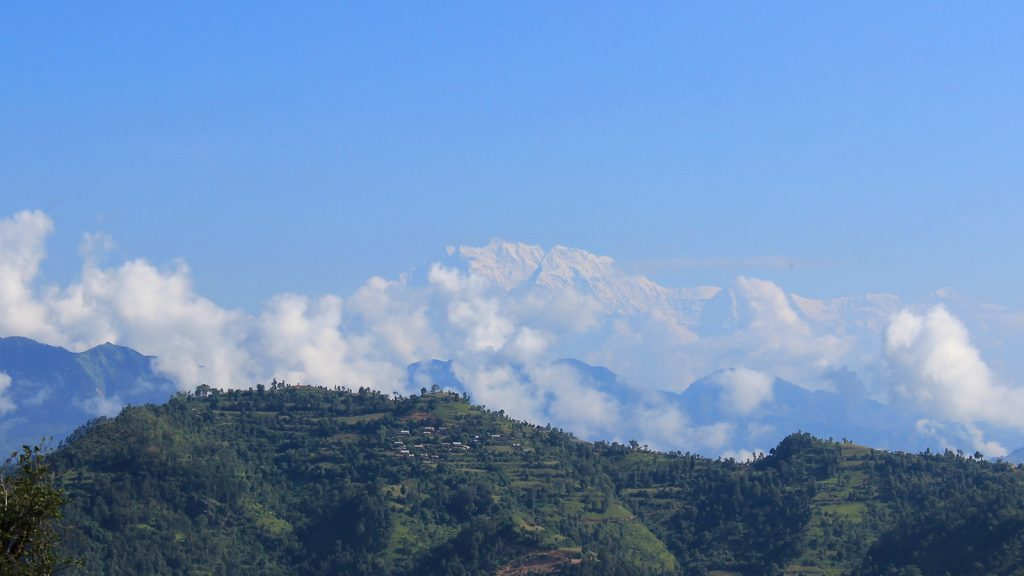 The view of Himalayas on the hike from Tansen to Ranighat Palace.