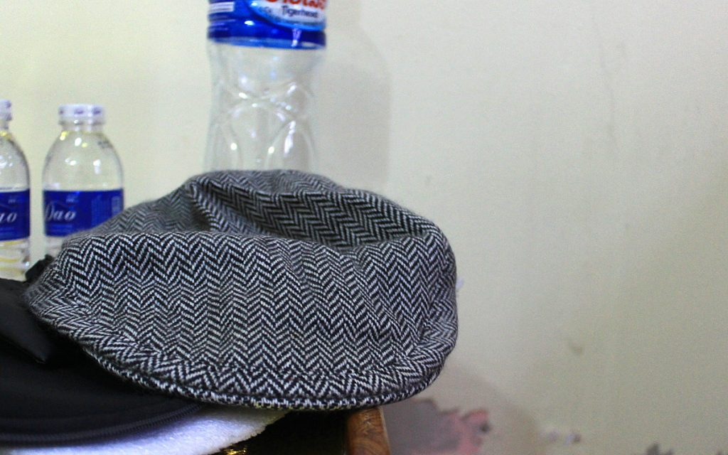 A gray cotton tweed cap.