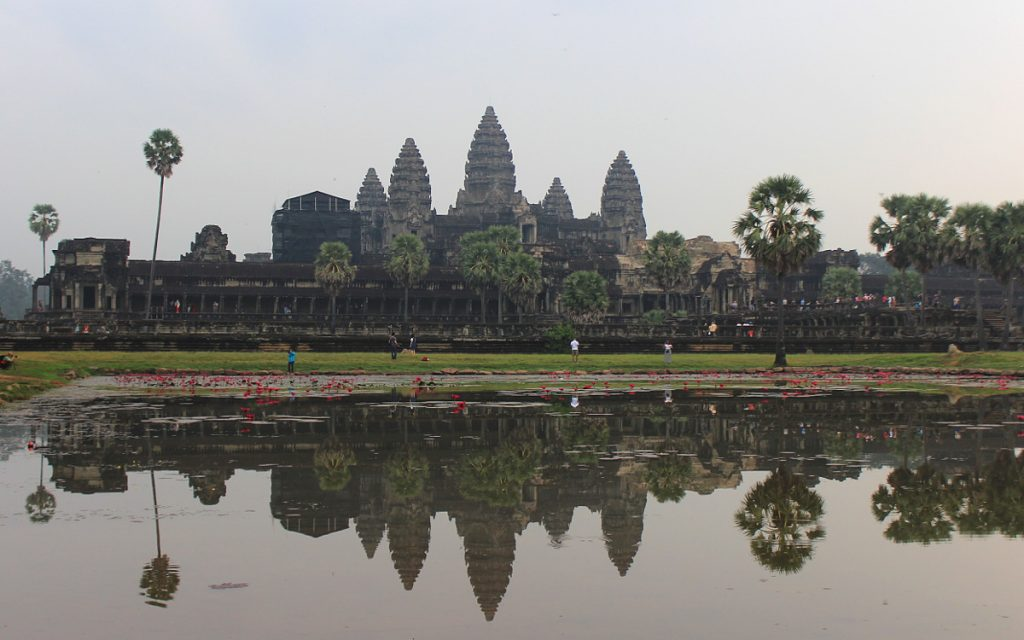 "According to Lonely Planet, traveller's first glimpse of Angkor Wat is ""simply staggering"" and ""matched by only a few selects spots on earth"". I'm not sure if I saw the same building as the Lonely Planet author."
