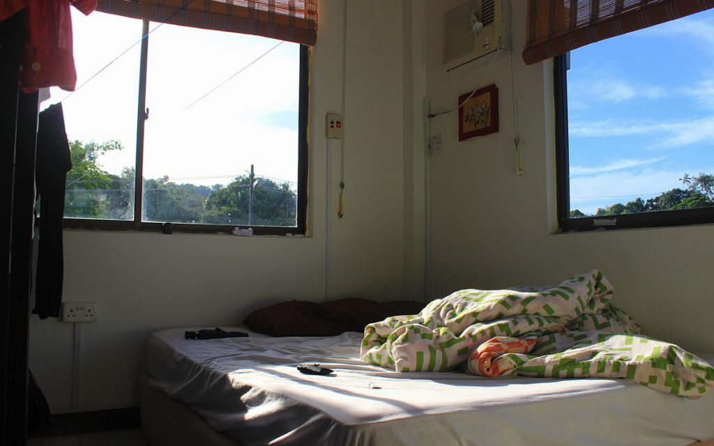 Single room at the Poni Divers homestay.